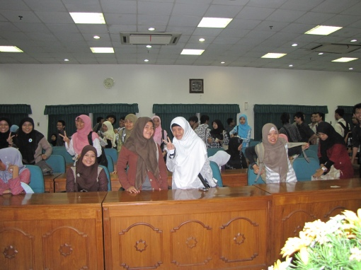 Some of the students at the culture lecture. They were all taking pictures, so why couldn't I?